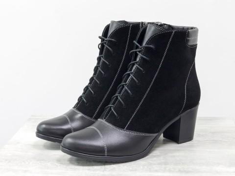 Ботинки из натуральной кожи и замши черного цвета со шнуровкой на устойчивом каблучке