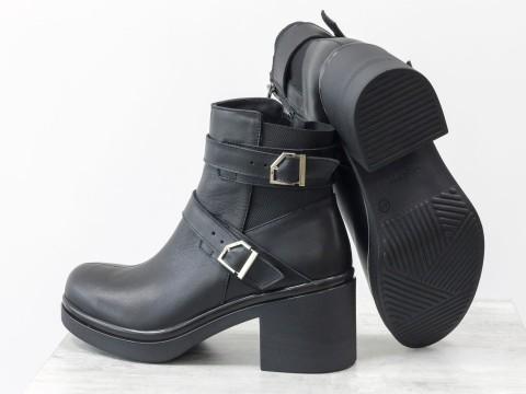 Ботинки в коже на молнии с  застежкам и ремешками на черной подошве, Осень-Зима