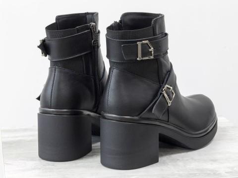 Ботинки женские в коже с ремешками на черной подошве