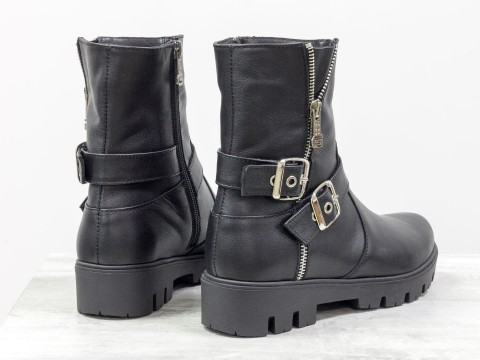 Ботинки черного цвета из натуральной кожи
