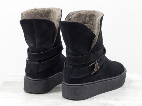 Женские зимние ботинки из матовой кожи синего цвета на прорезиненной подошве