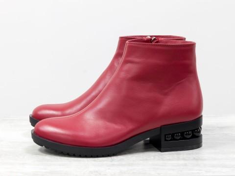 Красные классические ботинки из кожи на каблуке с черным жемчугом, Б-1833-06