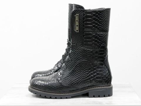 """Ботинки черного цвета с текстурой """"питон"""" из натуральной кожи со шнуровкой на утолщенной подошве, Б-44-04"""