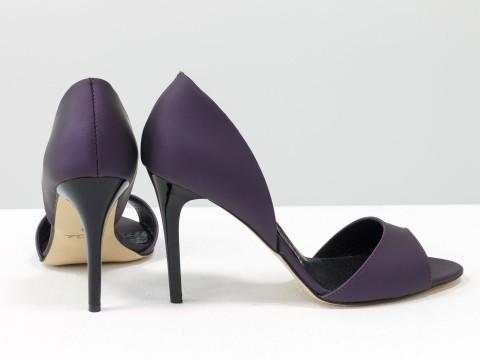 Босоножки на шпильке из кожи флотар фиолетового цвета с перламутровым блеском