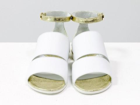 Босоножки на низком ходу из бело-с золотой кожей