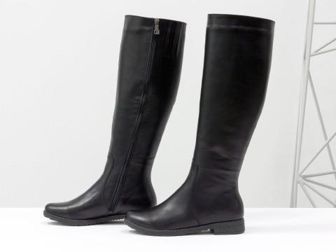 Женские сапоги черного цвета из натуральной кожи