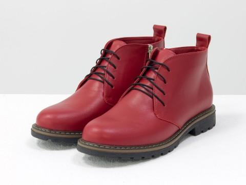 Женские ботинки на шнуровке из натуральной кожи красного цвета