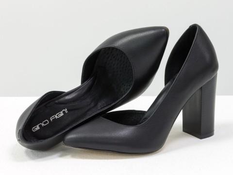 Туфли-лодочки на устойчивом каблуке из натуральной кожи черного цвета