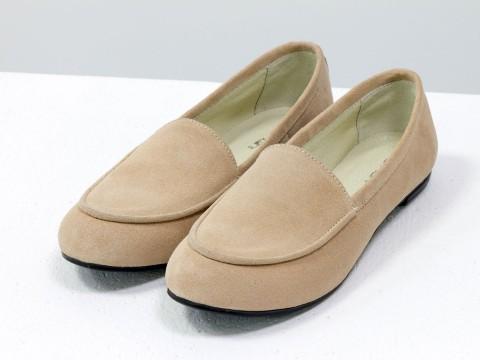 Замшевые туфли бежевого цвета на низком ходу