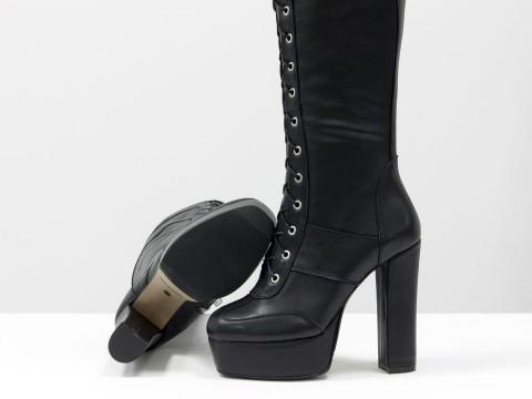 Сапоги на высоком каблуке из натуральной черной кожи