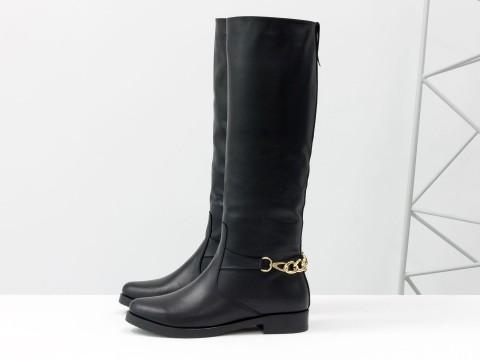 Черные женские сапоги из кожи украшены цепью, М-17350-01