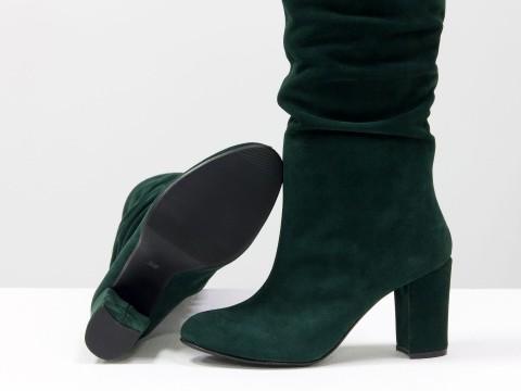 Сапоги гармошка из натуральной замши зеленого цвета на обтяжном каблуке