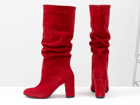 Красные сапоги из натуральной замши на каблуке