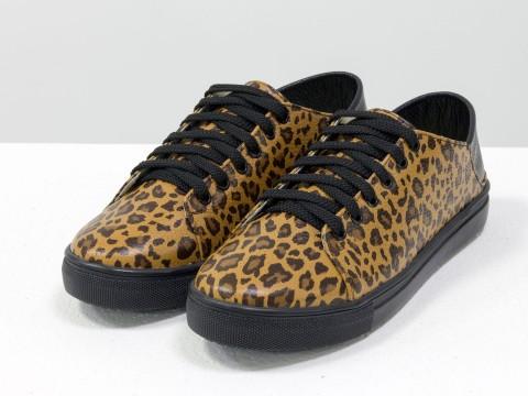Женские леопардовые кеды из натуральной кожи на прорезиненной черной подошве