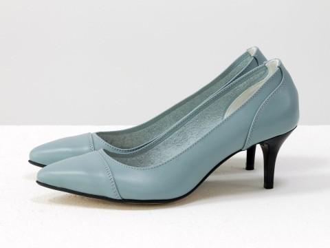 Туфли с зауженным носиком из натуральной итальянской кожи серо-голубого цвета, на невысокой шпильке , Т-1910-05