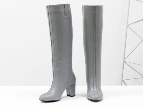Сапоги-трубы свободного одевания из натуральной кожи на каблуке
