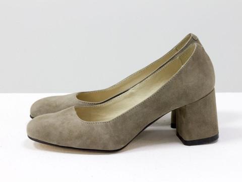 Бежевые туфли на среднем каблуке из замши , Т-1927-04