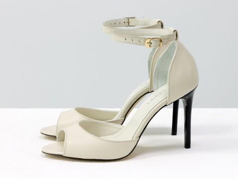 Летние туфли на шпильке из натуральной кожи молочного цвета на застежке вокруг щиколотки, С-1932-04