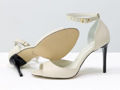 Летние туфли на шпильке из натуральной кожи молочного цвета