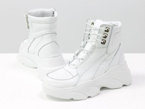 Женские ботинки на утолщенной подошве из натуральной кожи белого цвета