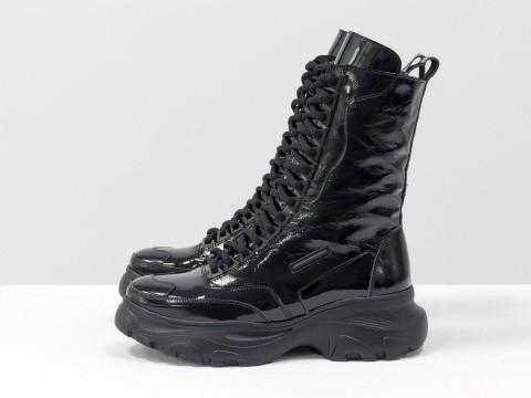 Высокие ботинки берцы из черной блестящей и лаковой кожи