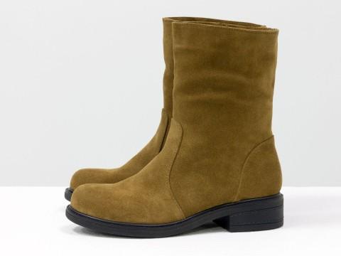 Женские демисезонные ботинки из замша светло-коричневого цвета