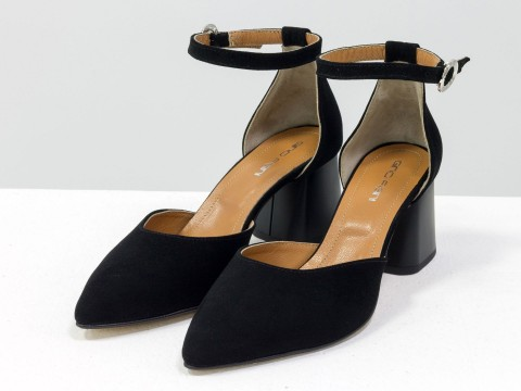 Женские классические туфли с ремешком из натуральной замши черного цвета