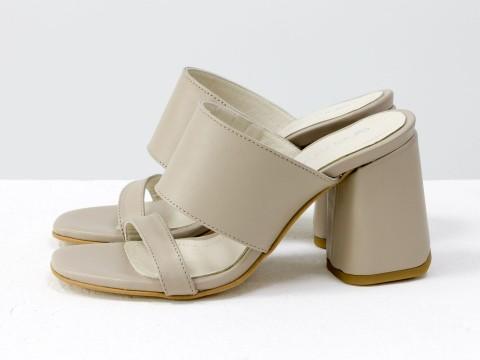 Классические босоножки из кожи бежевого  цвета на расклешенном каблуке,  С-2016-08