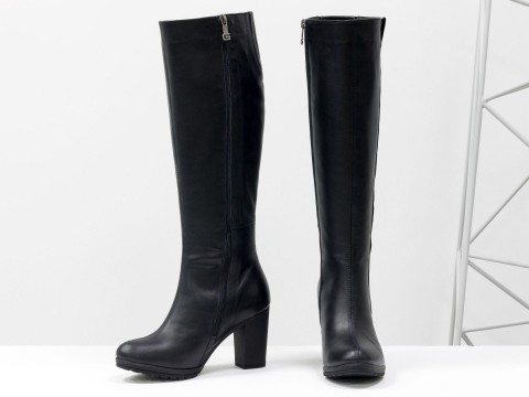 Черные  сапоги на каблуке из натуральной кожи