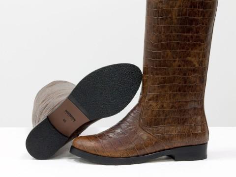 """Коричневые женские сапоги на молнии из натуральной кожи """"крокодил"""" на маленьком каблуке"""