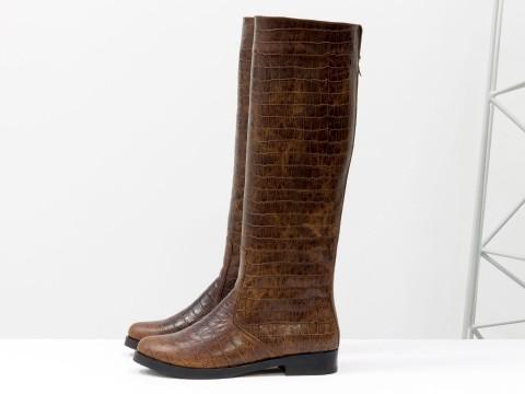 Коричневые женские сапоги на молнии из натуральной кожи с текстурой крокодил