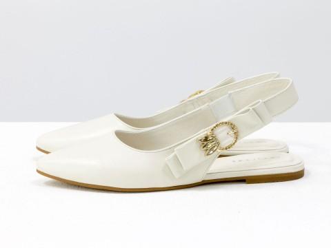 Туфли с открытой пяткой молочные из натуральной кожи на низком ходу