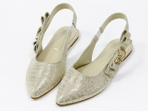 Бежевые туфли лодочки с открытой пяткой из натуральной кожи с блеском на низком ходу