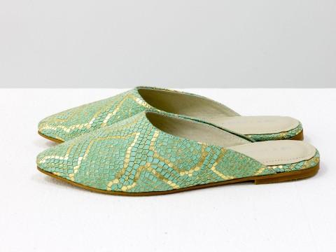 Мюли на низком ходу из кожи с текстурой питон бирюзового и золотого цвета, Т-17428-01