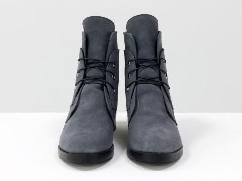 Женские зимние ботинки на шнуровке из натуральной замши серого цвета