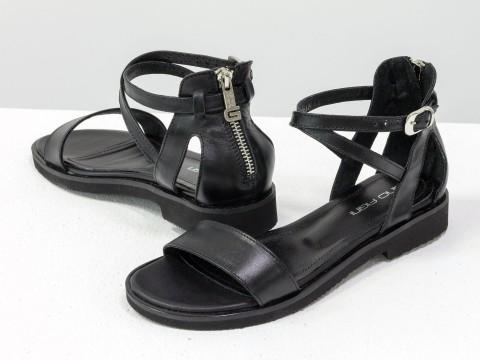 Черные босоножки на низком ходу из натуральной кожи
