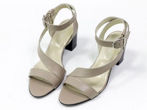 Женские бежевые босоножки на каблуке из натуральной кожи на среднем каблуке