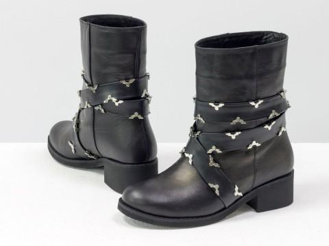 Демисезонные женские ботинки из натуральной черной кожи с ремешками