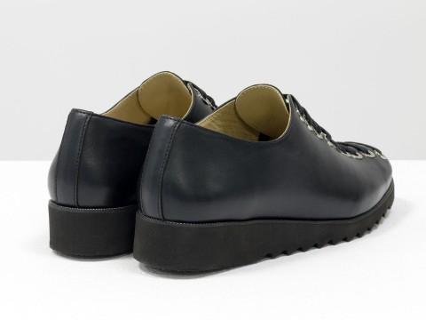 Женские черные туфли на шнуровке по всей высоте из натуральной кожи