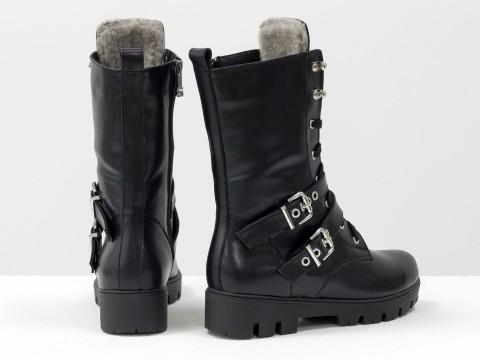 Женские ботинки-берцыиз натуральной кожи черного цвета на подошве с глубоким протектором