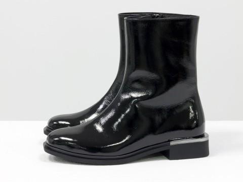 Классические женские ботинки из черной лаковой кожи