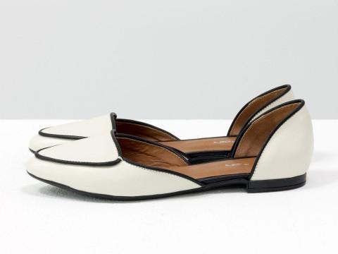 Бежево-черные туфли лодочки на низком ходу из кожи , Д-24-03