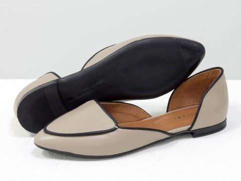 Туфли лодочки на низком ходу из натуральной кожи бежевого цвета