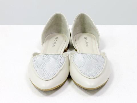 Туфли лодочки на низком ходу из натуральной кожи молочного цвета