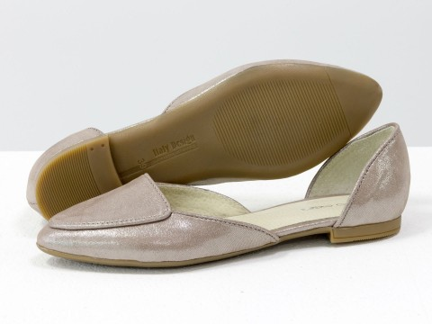 Бежевые туфли лодочки на низком ходу из натуральной кожи с лазерным напылением