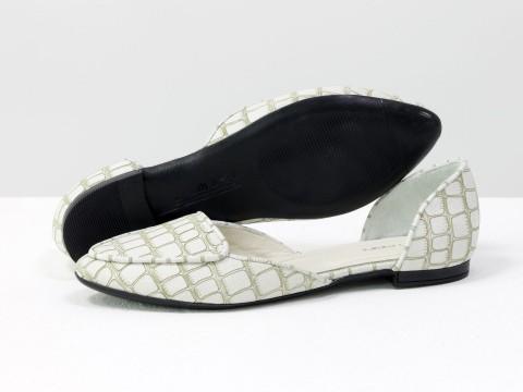 Бежевые туфли-лодочки на низком ходу из натуральной кожи  с текстурой черепаха