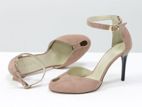 Бежевые туфли на шпильке из натуральной замши с открытым носиком