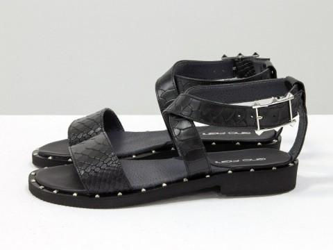 Черные босоножки из натуральной кожи питон на низком ходу, С-658-04