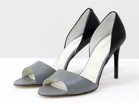 Туфли с открытым носком из натуральной кожи серо-черного цвета на шпильке