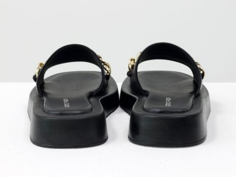 Женские черные шлепанцы на низком ходу из натуральной кожи  с цепочкой